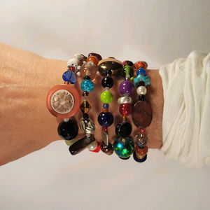 New, original design beaded bracelet. (Item 04)